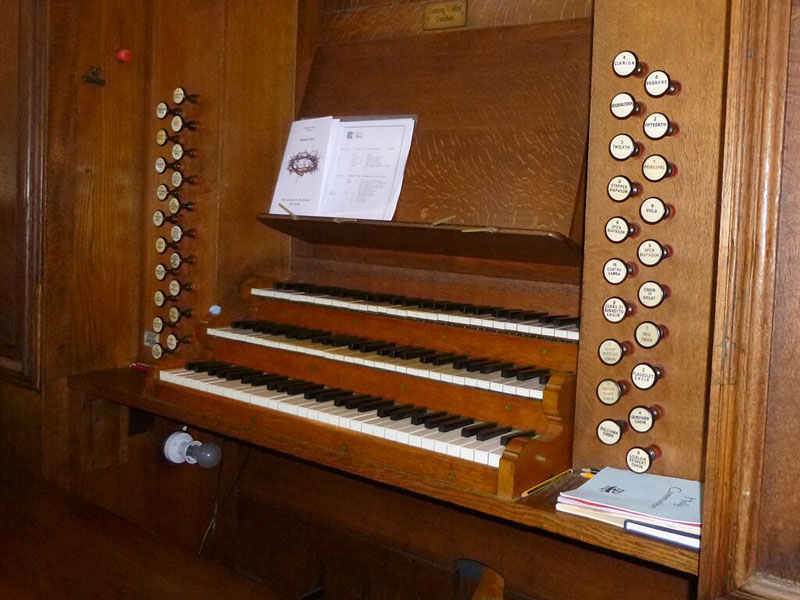 Organ manuals and stops